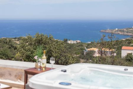 Jacuzzi with view to the sea